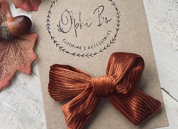 Chestnut velvet bow clip