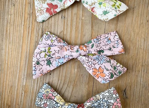 Ditsy bow clip