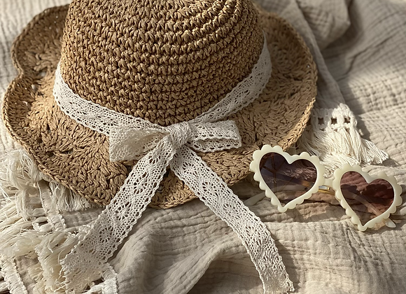 Scallop straw hat