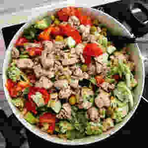 zöldsége-olívás csirkemellragu