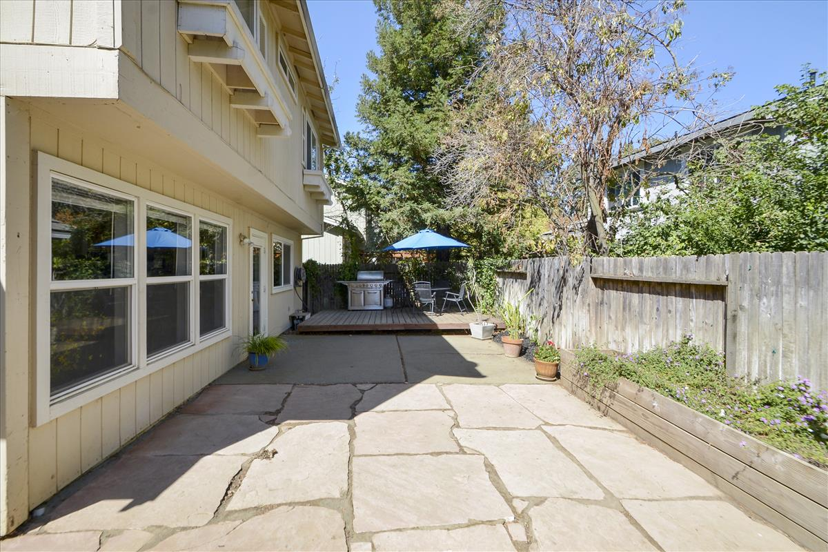 Exterior-Back Yard Patio-DSC0573