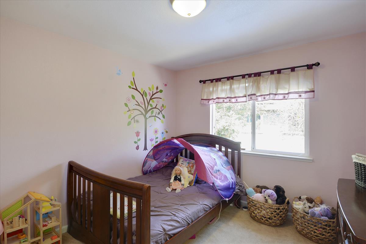 Upper Level-Bedroom 1-DSC0523