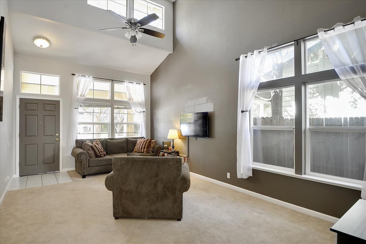 Main Level-Living Room-DSC0488
