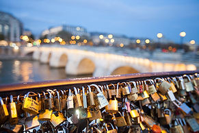 Corbis-RM-love-locks-Paris.jpg