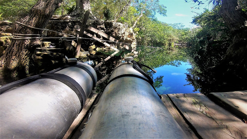 Sidemount Cylinders at the water entrance in Mexico