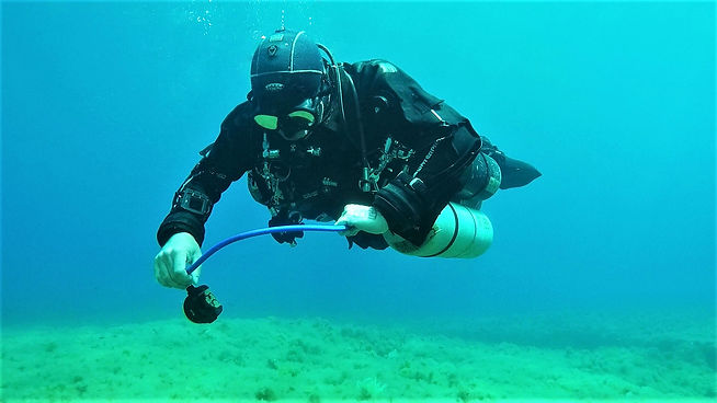 Technical diver making a gas switch