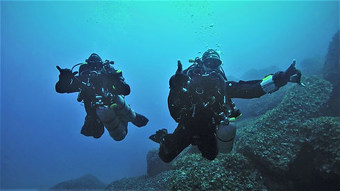 Technical divers arriving at 50m
