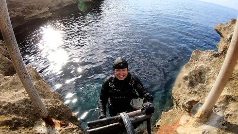 Happy Cave Diver