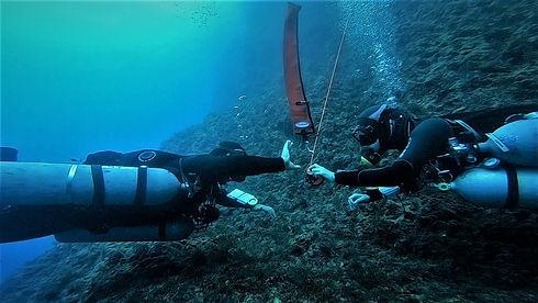 Technical divers sending a second SMB