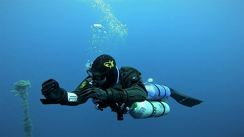 Technical diver making decompression stops