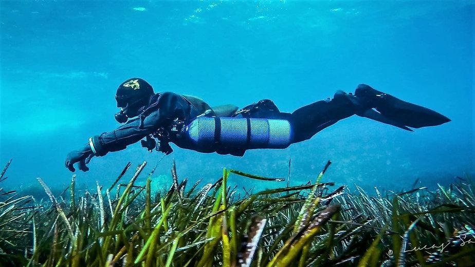 Sidemount Diver in Trim