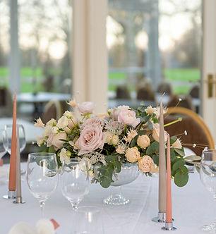 Bröllopsdekoration bordsblommor 2021 add