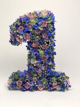 Blomstersiffra_1_blå_rosor_tistlar_rid