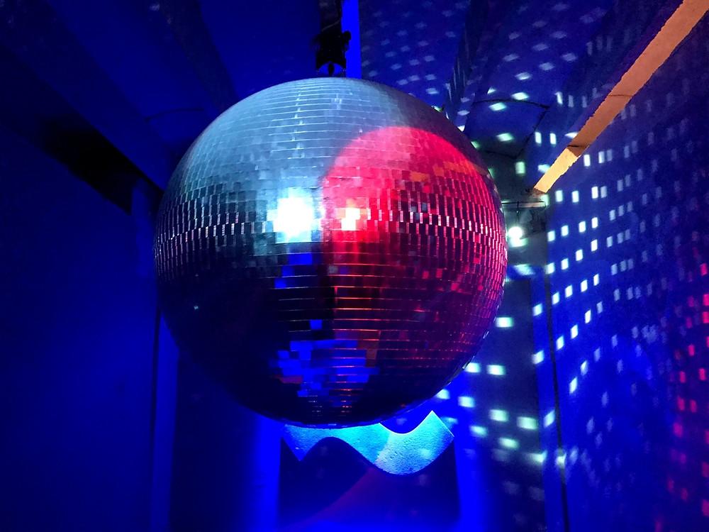Disko kugla u Zenti
