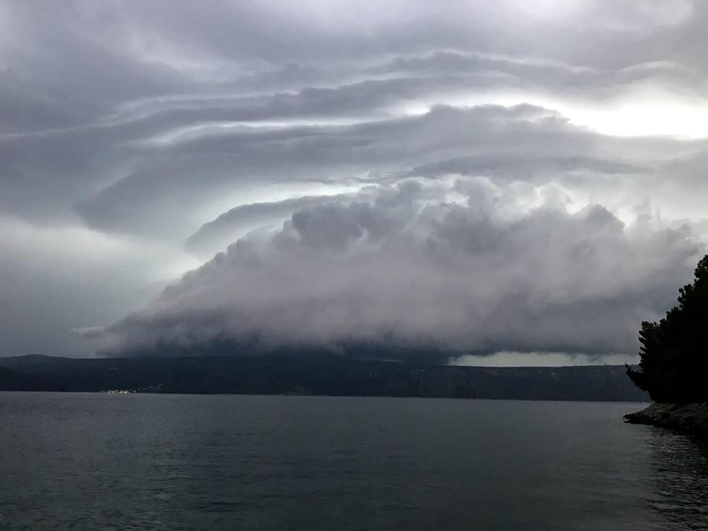Dolazi oluja