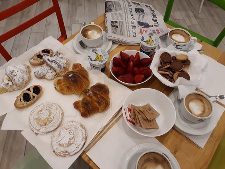 Colazione al MOMA Hostel.jpg