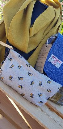 Handmade bee case. Linen style.