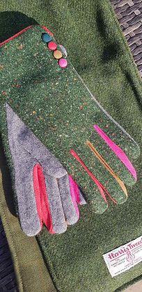 Holly green speckled gloves with coloured fingered inners