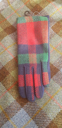 Cosy warm gloves in a red, navy and green check