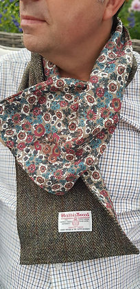 Handmade scarf made with Harris Tweed wool, lined in fine percale cotton