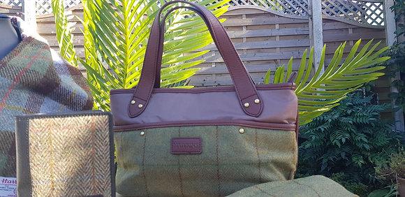 Hawkins traditional tweed handbag. Fully lined. Internal pockets. Zipped top.