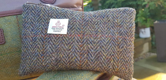 Handmade case made from traditional greeny brown herringbone Harris Tweed