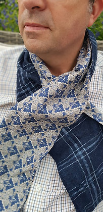 Handmade scarf made with 100%wool, lined in fine percale cotton