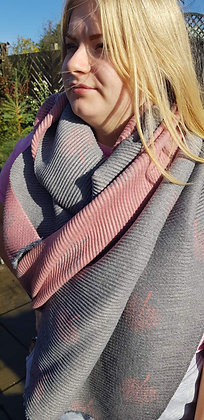 Supersoft pleated scarf in vintagegrey andpink reversible mulberry tree design
