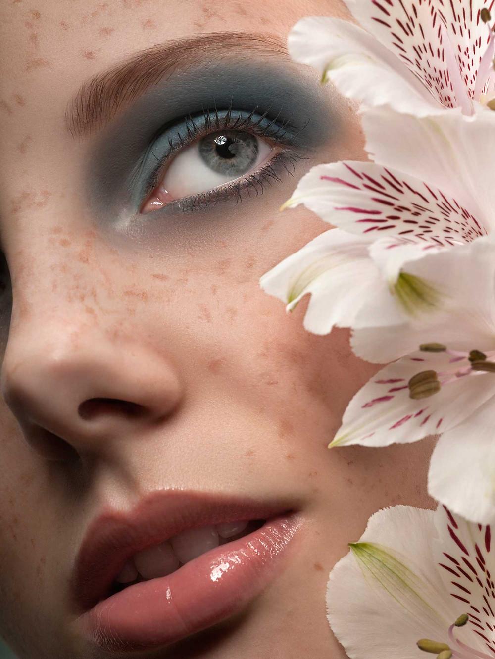 אז איך יראה האיפור שלנו החג הזה ? המראה שאני בחרתי לשבועות הוא איפור בצבעים פסטלים וזוהרים זהו איפור עדין ונקי שמדגיש את תווי הפנים ומשלים את המראה עם שמלה לבנה וחגיגית.