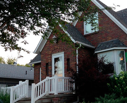 RealT Simplistic Sells Houses for Senior