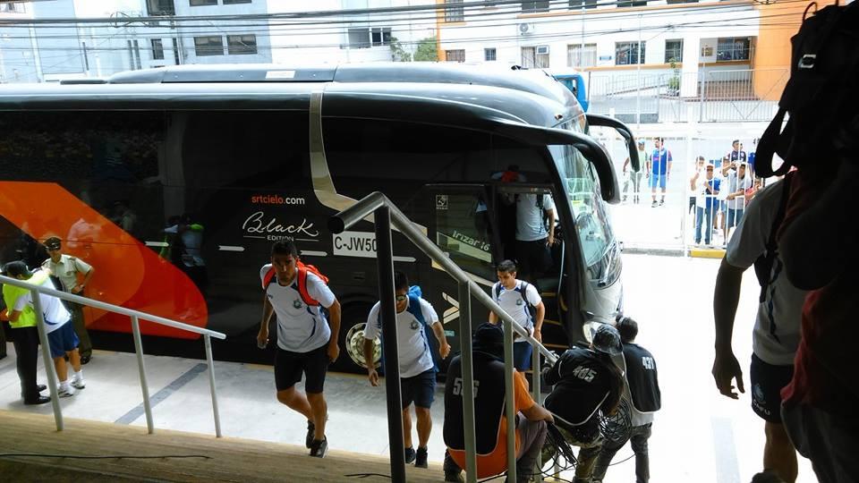 Bus Puma llegando al Calvo & Bascuñan
