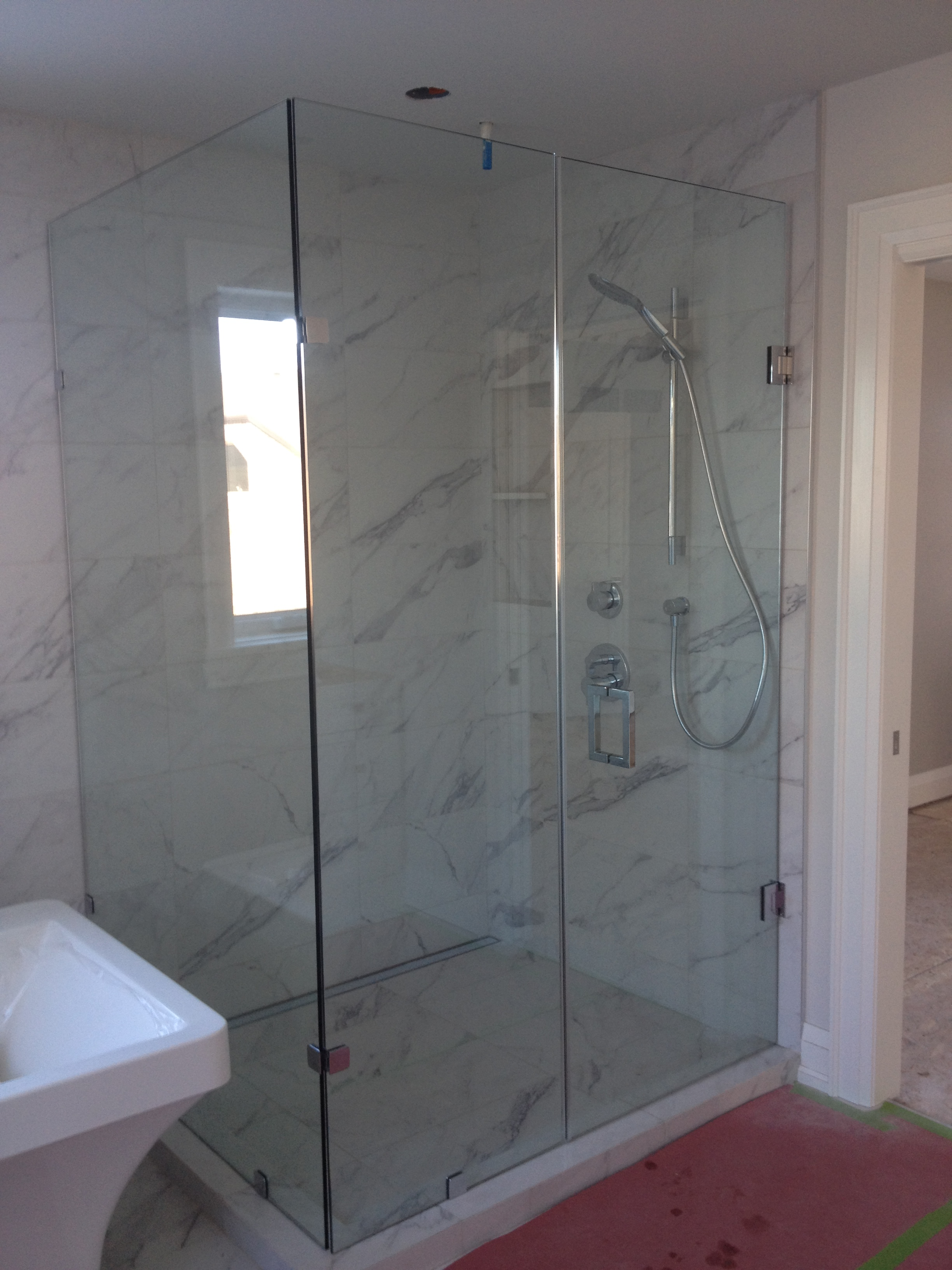 Custom Glass Showers With Hinge Door
