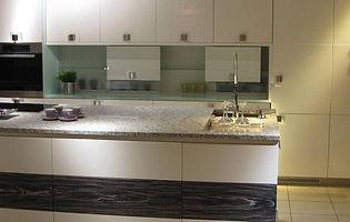 teramo-veneer-varnished-kitchen-slider.j