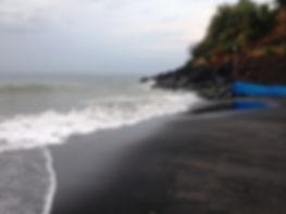 Трабзон. Пляж с чёрным песком. Черный пляж