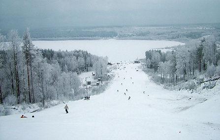 Красное озеро (Ленинградская область)2018, Сколько стоит ски-пасс Красном озере 2018-2019, лучшие горнолыжные курорты 2018, 2019, куда поехать кататься на лыжах в 2018-2019, горнолыжный сезон 2018-2019 куда, где лучше кататься в ленинградской области на сноуборде
