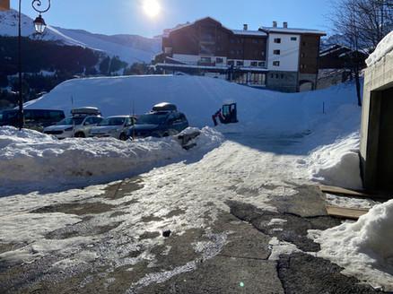 Accès au télésiège et retour skis