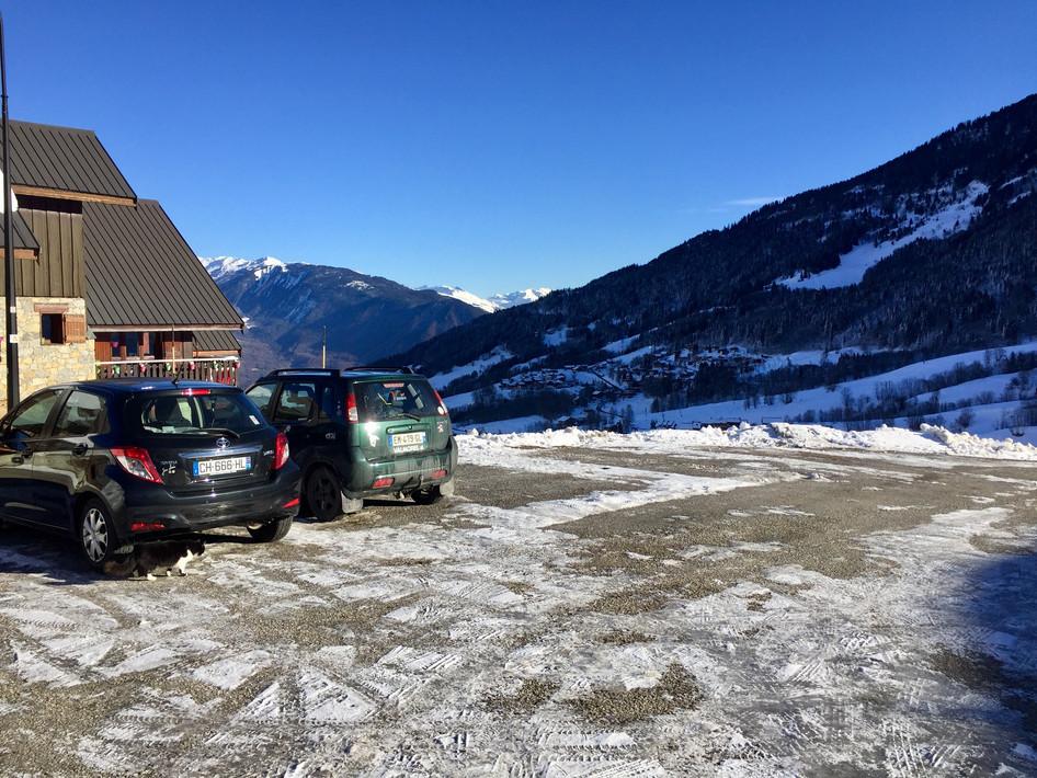 Le parking devant le chalet