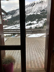 La terrasse vue de l'appartement en hiver