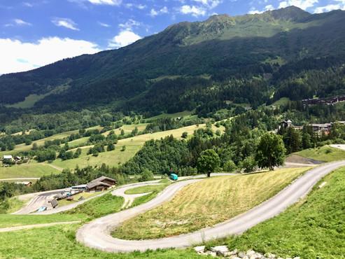 Vue depuis le chalet et route d'accès