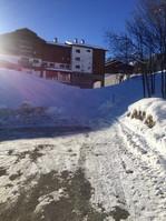 L'accès au télésiège et retour skis aux pieds