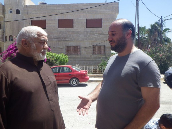 Moti talks to Abu Fadi, a Muslim sheikh, who told me, how Assad destroyed his mosque and many of his family members were killed in the war. Now, he tries to improve the rights of the Syrian refugees in Jordan.