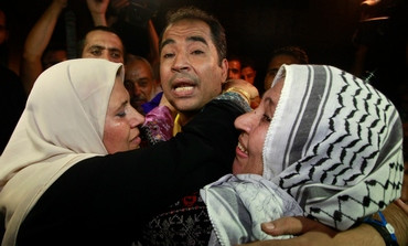 Reuters  A newly released Palestinian prisoner is greeted by his mother in Gaza, August 14, 2013.