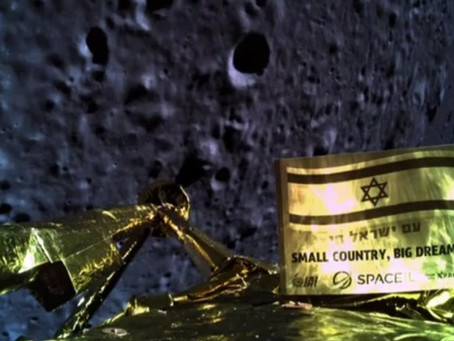 Israel's spacecraft snaps a final photo before crashing