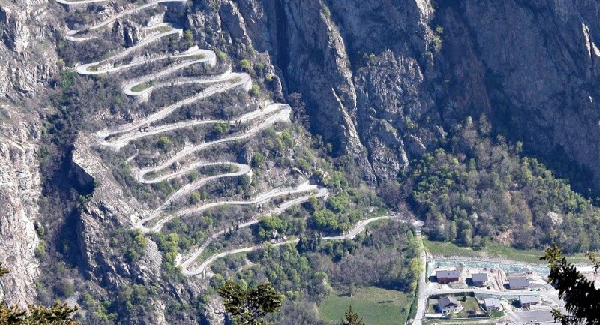 an image displaying the Alpe d'Huez cycle pass in France