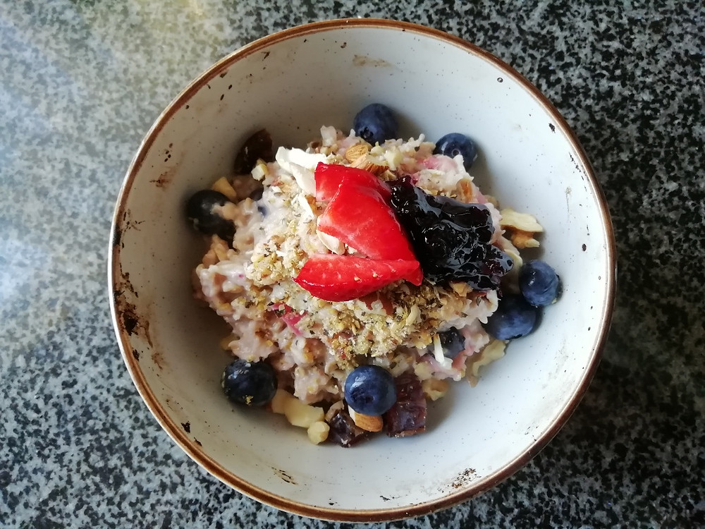 plant-based recipe: almond milk porridge with mixed berries and nuts