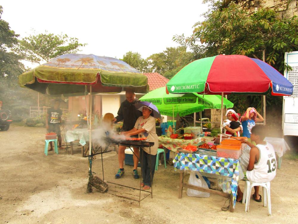 """Filippine, Bohol: ristorante """"open space """" con moka tra la carne"""