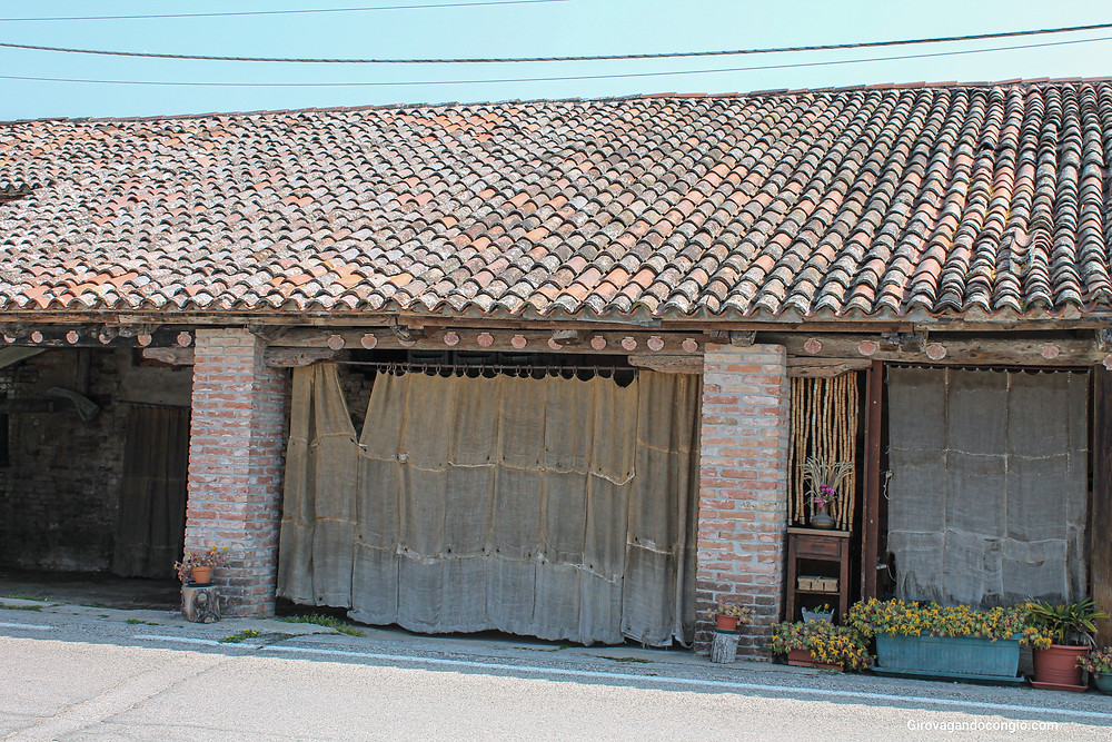 Vecchi magazzini a Piazza Prà, Saccamagna, Lio Picolo