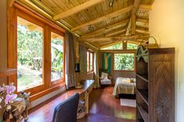 horse-cabin-07.jpg