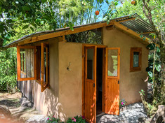 horse-cabin-01.jpg
