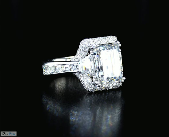 טבעת יהלום מרובעת מעוטרת ביהלומים